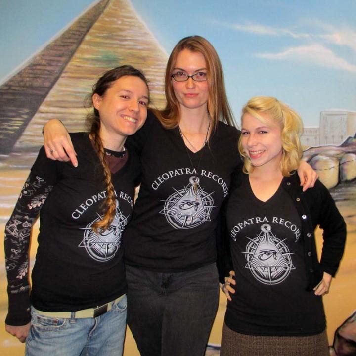 2014 Cleopatra Logo V-Neck (T-Shirt/Woman)